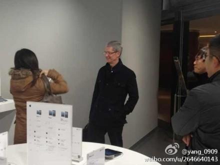 Tim Cook in Beijing, January 2013