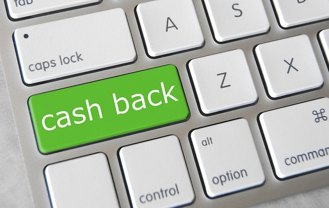 Cashback sites like CashKaro refund a little bit of customers' purchases as mobile credits to use on other site items. (Photo by Got Credit)