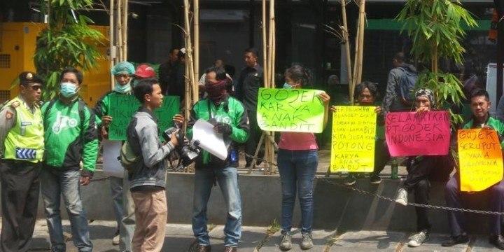 gojek-jakarta-protest-kompas