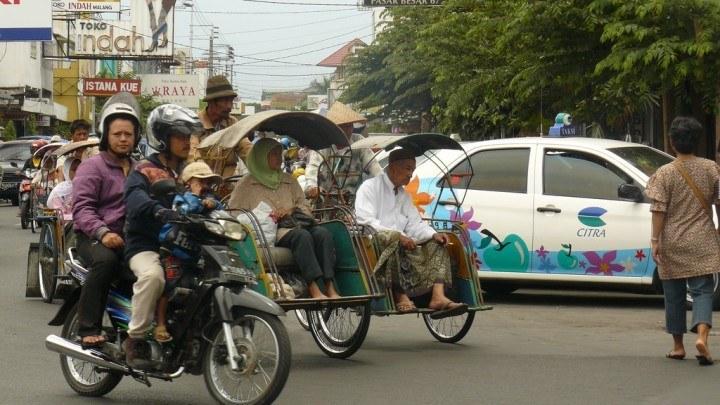 Malang-Street-Scene-2